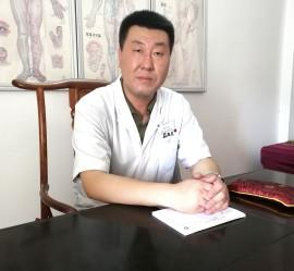 Ян Сяожань доктор – иглотерапевт, невролог, с многолетним опытом работы.