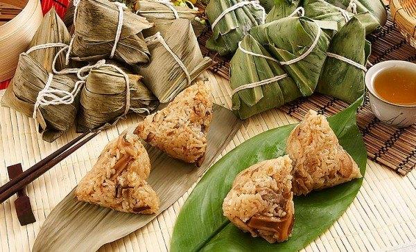 Цзунцзы - китайское блюдо из клейкого риса с разными начинками, завернутого